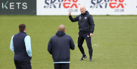 Ian_Holloway_TrainingGd_02.jpg