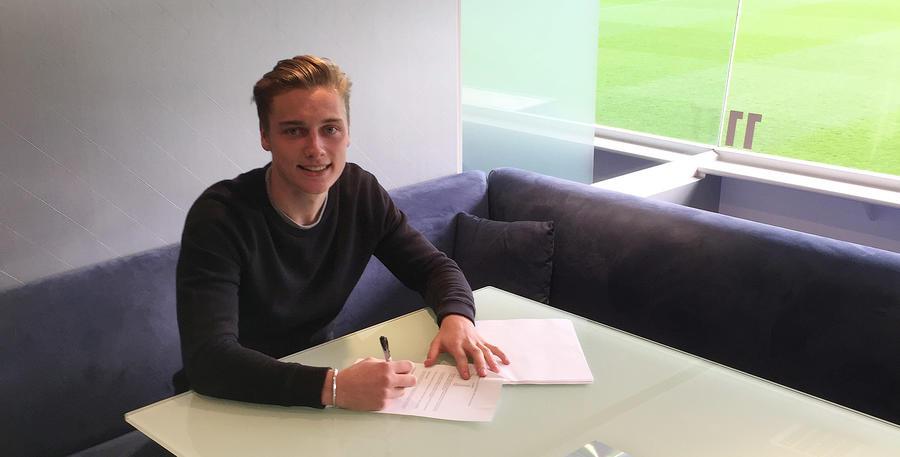 Dan_Darbyshire_Signing_01.jpg